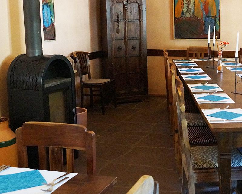 Übersichtsbild Kaminzimmer in der WaTT's Brasserie | Restaurant | Bar | Biergarten in Ettlingen